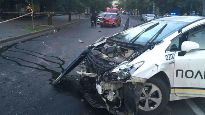 Останні новини: скільки машин розбили київські поліцейські?