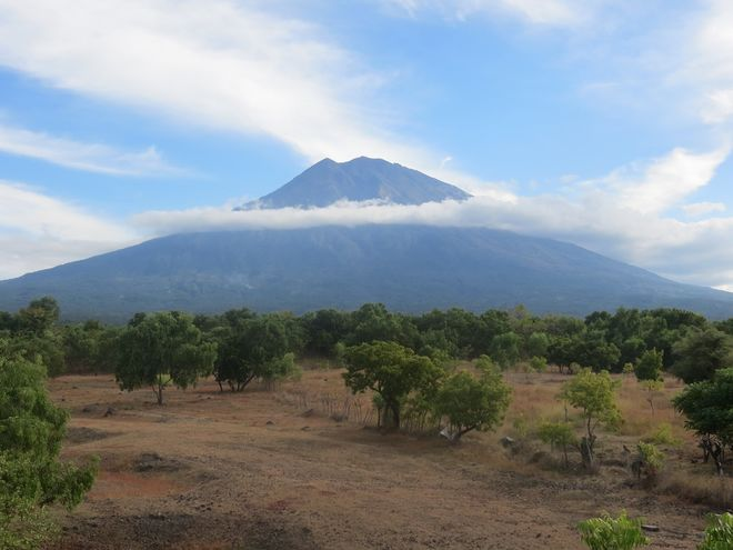 На Бали уже эвакуировано 35 тысяч человек из-за вулкана Агунг