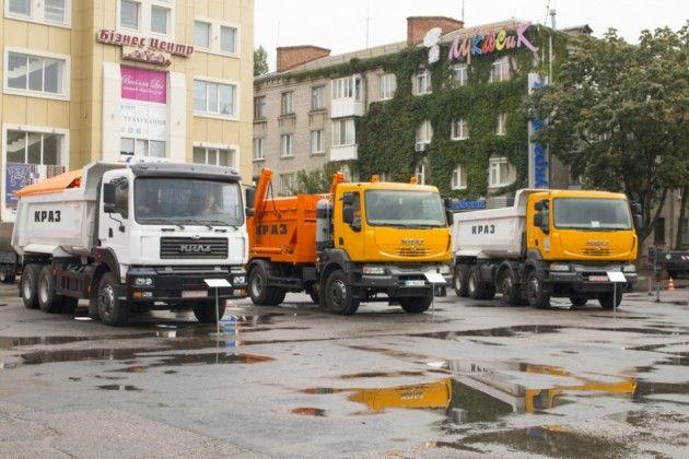 КрАЗ показал свой новый самосвал, мусоровоз и автопылесос