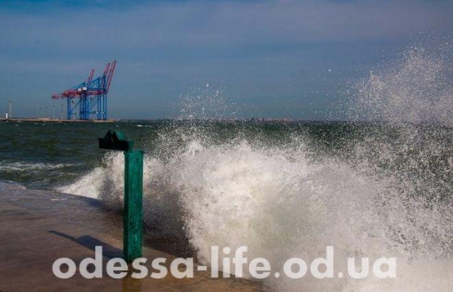 В Одессе море разразилось штормом