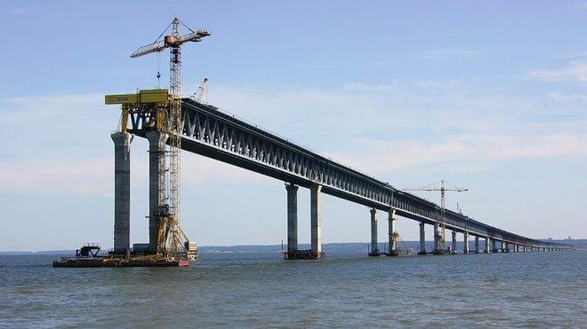 Порошенко хочет судиться с Россией из-за строительства Керченского моста