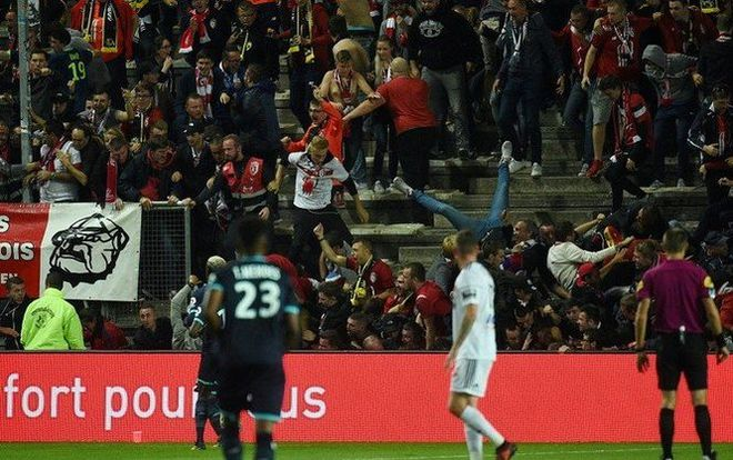 Во Франции обвалилась трибуна на футбольном матче