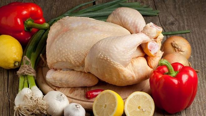 Украинцы отказываются от дорогой свинины и курятины