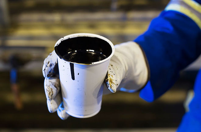 Цены на нефть резко снижаются на новостях о запасах в США