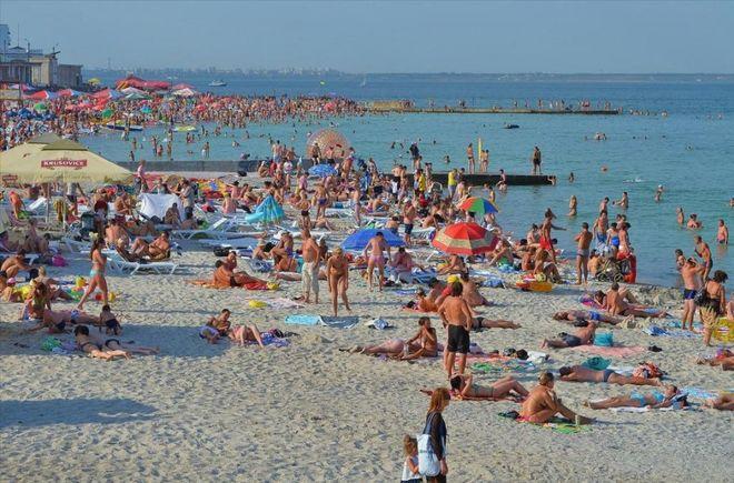 Одесские пляжи: сколько денег уходит в песок