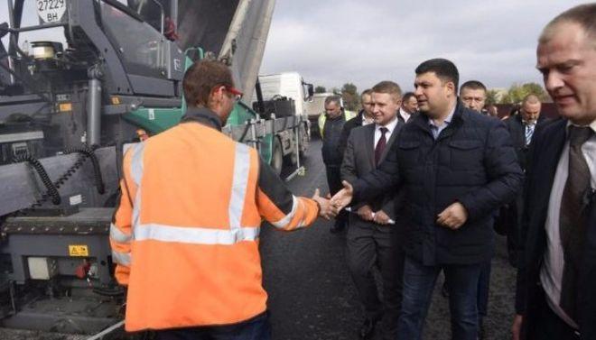 Гройсман заявил об улучшении качества ремонта дорог