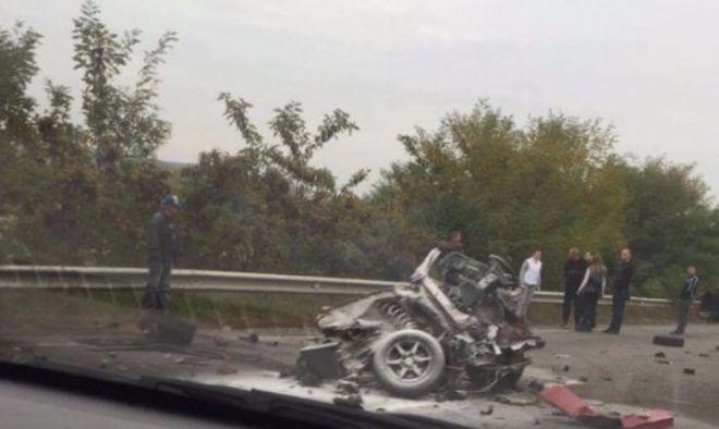 На трассе Киев-Чоп произошло серьезное ДТП: машину разорвало пополам