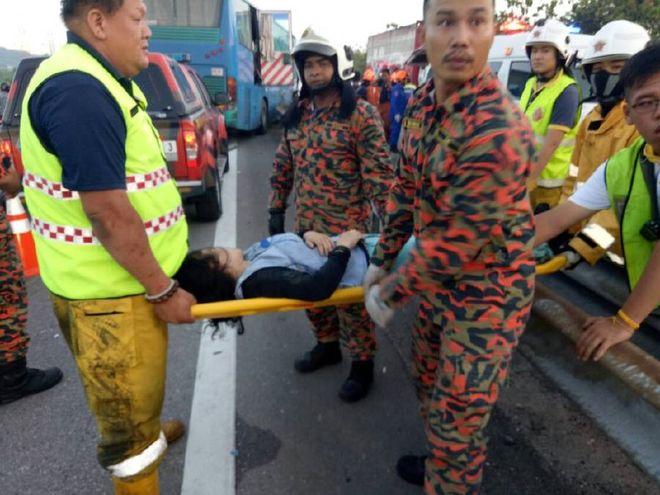 В Малайзии произошло масштабное ДТП, есть жертвы