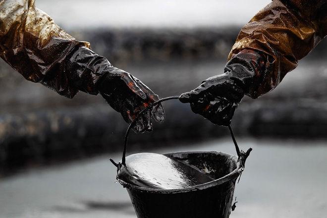 Нефть бурно отреагировала на новости о неожиданном росте запасов в США