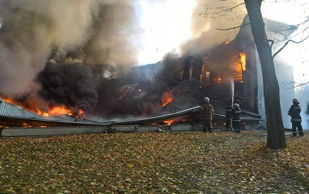 В Киевской области горит школа