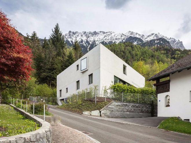 В Лихтенштейне построили дом в форме треугольника