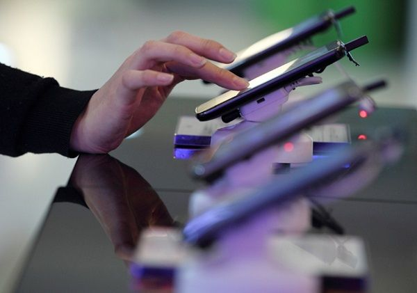 Украинцы тратят на телефоны 1,5 млрд грн. в месяц: названы самые популярные