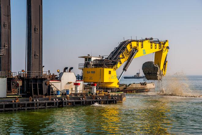 """Бельгийская компания начала углублять дно в порту """"Южный"""""""