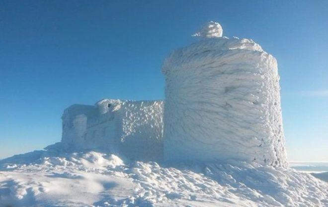 В Карпатах обсерватория превратилась в заснеженную крепость