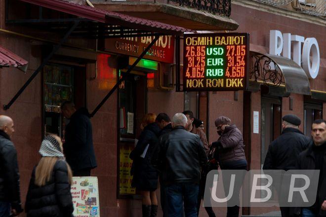 Для чего Нацбанк валит курс доллара второй день подряд