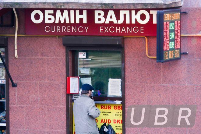 Банкиры подняли цену доллара и собираются обойтись без Нацбанка