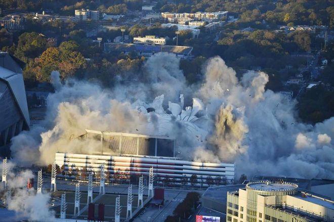 В США взорвали олимпийский стадион