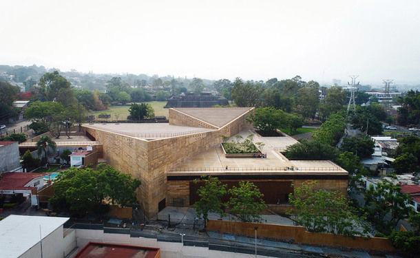 В Мексике появился треугольный культурный центр