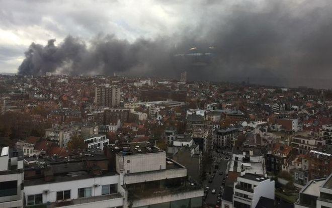 Как горят вафли: в Брюсселе огонь уничтожил вафельную фабрику