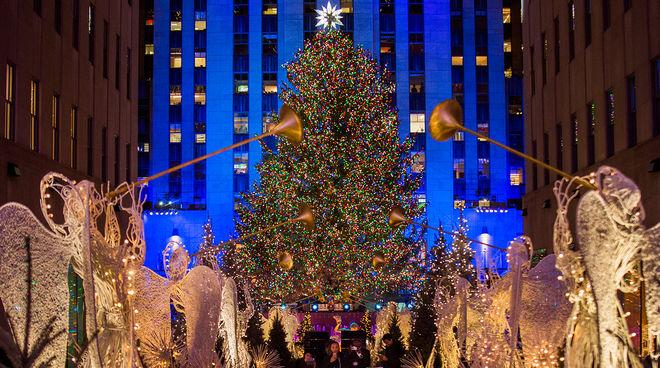 Мир окутывает рождественское волшебство: в США зажгли главную елку страны