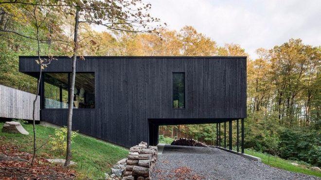В Канаде построили черный дом