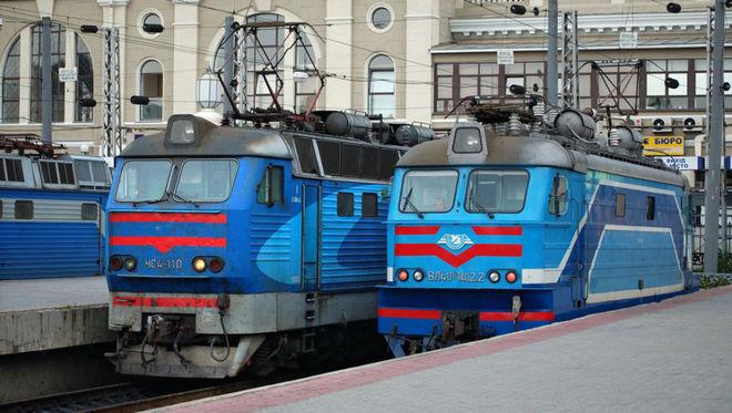«Укрзализныця» отменяет 10 поездов