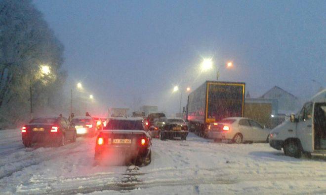 Движение по трассе Киев-Чоп ограничили из-за снега