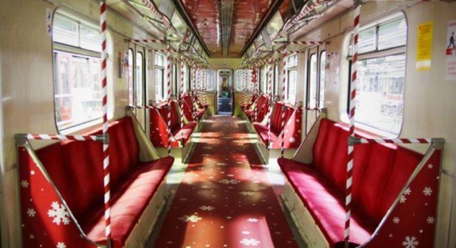 В Германии запустили рождественский поезд метро