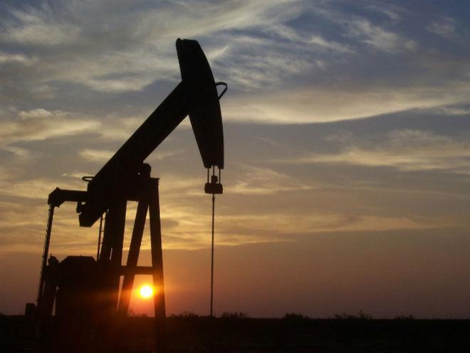 Фьючерсы на нефть растут из-за закрытия нефтепровода
