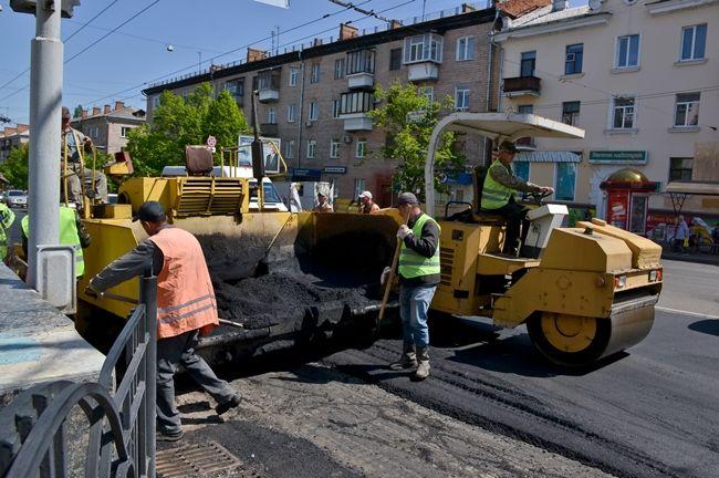 В Украине активно ремонтируют дороги за счет таможенников