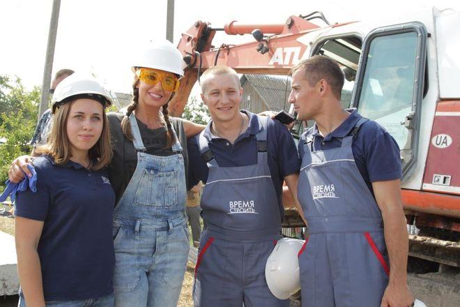 Оксана Марченко построила дом для пятерых детей, которые чуть не сгорели в пожаре