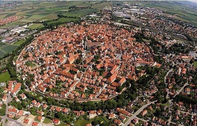 В Германии построили город в кратере от метеорита