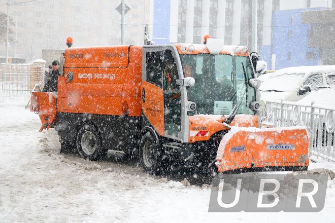 Украинцы штурмуют страховщиков из-за снегопадов: число обращений удвоилось