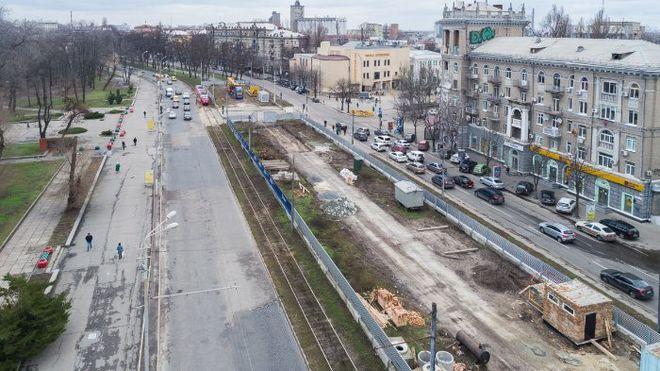 В центр Днепра пригнали буровую установку для строительства метро