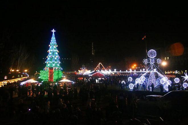 Киев отдыхает: в Сети показали самую дорогую елку Украины