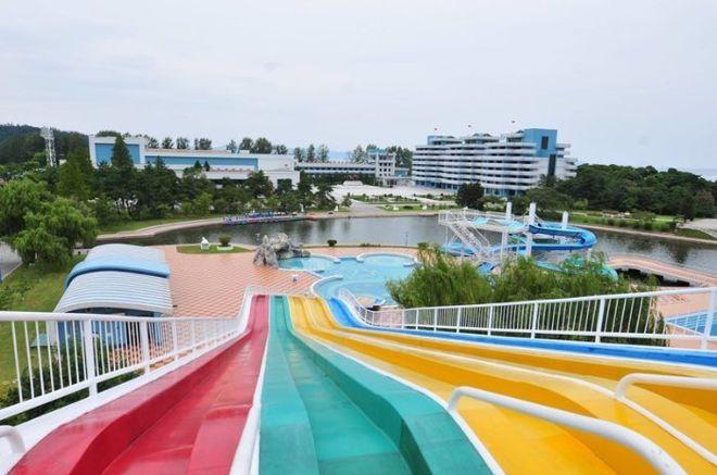 Как выглядит единственный аквапарк в Северной Корее