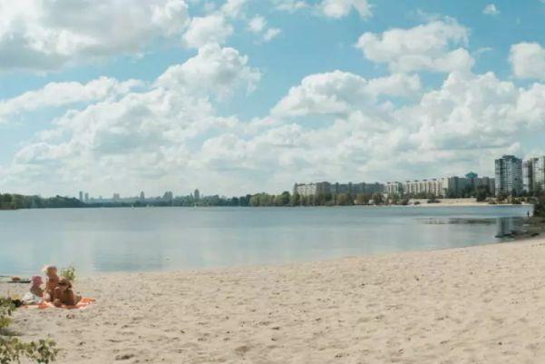 В Киеве планируют реконструировать Центральный пляж на Трухановом острове