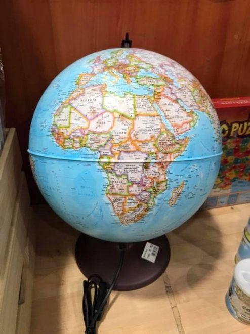 Французы торгуют глобусами с российским Крымом