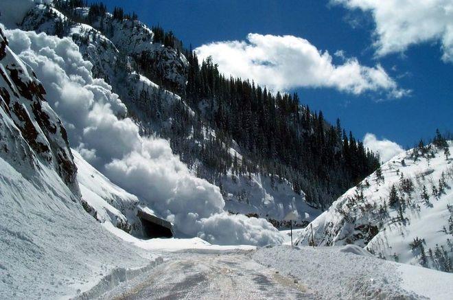 ГСЧС предупредила о возможном сходе лавин в Карпатах