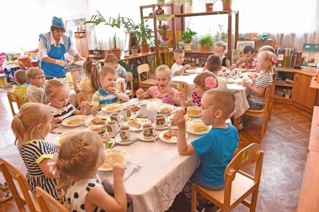 Родители стали больше платить за питание детей в садах