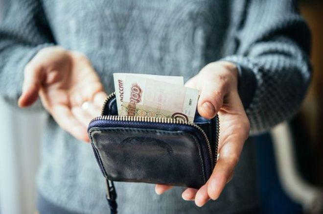 Россияне беднеют четвертый год подряд