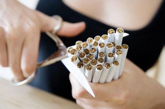 Украинцы стали меньше курить и платят больше налогов