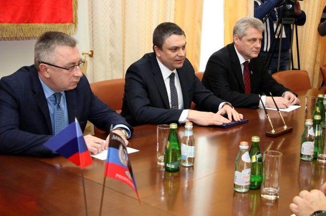 """""""ДНР"""" и """"ЛНР"""" создали свой таможенный союз"""