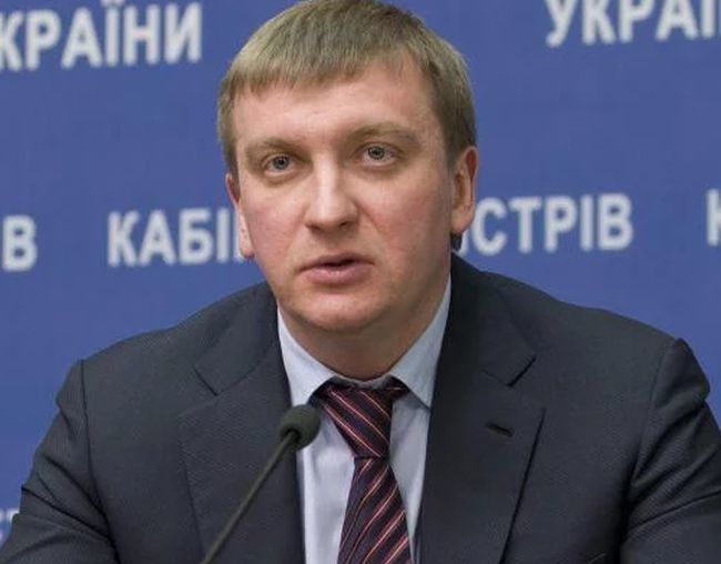 Петренко пояснил, почему неплательщики алиментов с 6 февраля не смогут выезжать за границу