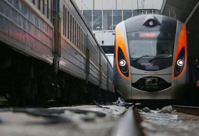 """""""Укрзализныця"""" хочет сделать платным Wi-Fi в поездах"""