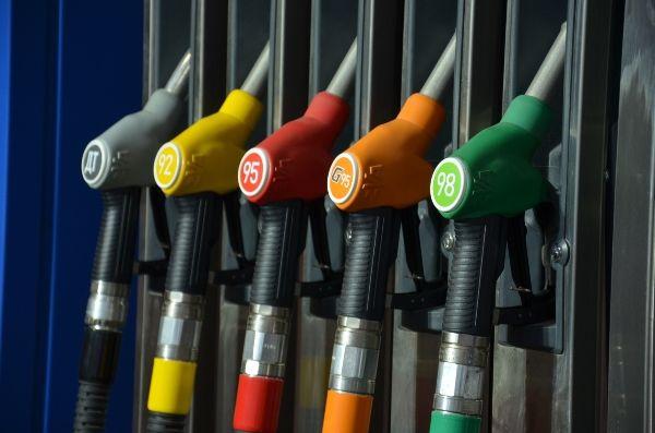 Прогноз воплотился в жизнь: цены на бензин устремились вниз