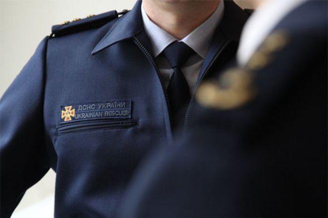 Украинских спасателей одели в новую форму