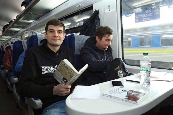 Укрзализныця начала продавать книги в поездах, но не во всех