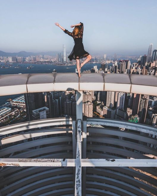 Фотограф-экстремал и бесстрашная модель покорили «вершины» Гонконга