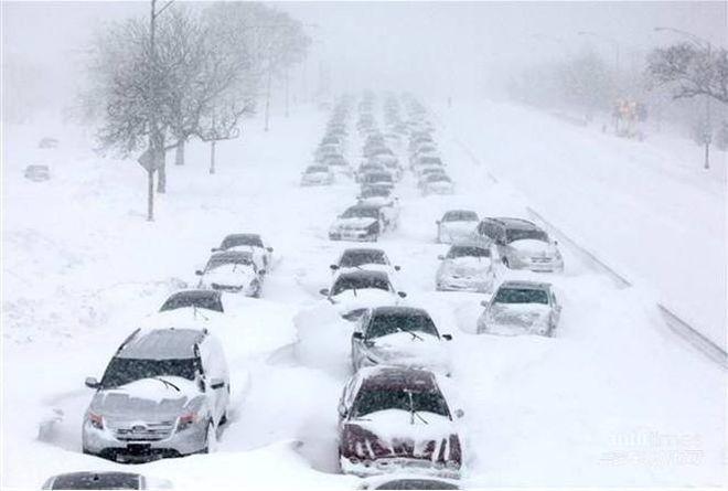 Снег в Киеве: город парализован 10-бальными пробками